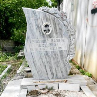 Надгробен паметник от мрамор Модел 68