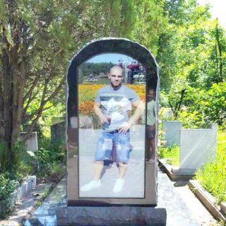 Надгробен паметник от гранит с триплекс МОДЕЛ 1