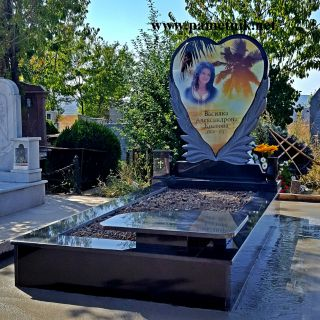 Надгробен паметник от гранит с триплекс МОДЕЛ 2