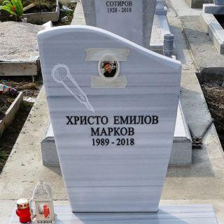 """Надгробен паметник от мрамор """"Лира"""" с надпис и снимка"""